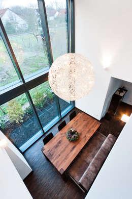 Projekty,  Jadalnia zaprojektowane przez Helwig Haus und Raum Planungs GmbH