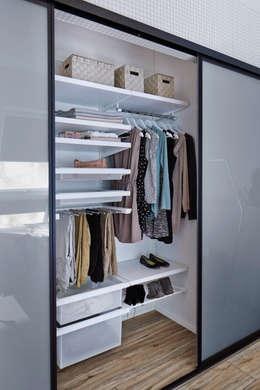 Dormitorios de estilo moderno por Elfa Deutschland GmbH