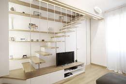 Couloir, entrée, escaliers de style de style Moderne par PAZdesign