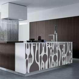 11 adesivi murali per la cucina che vorrai subito copiare for Adesivi per mobili da cucina