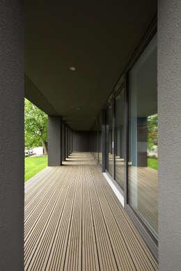 Haus SLM:  Terrasse von archequipe