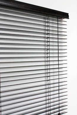 Puertas y ventanas de estilo moderno por TRTEX
