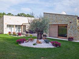 Casas rústicas por HUGA ARQUITECTOS
