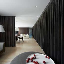 Ingresso & Corridoio in stile  di Vaíllo & Irigaray
