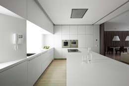 Cucina in stile in stile Minimalista di Vaíllo & Irigaray