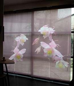 Panneaux japonais sur mesure Ancolies: Fenêtres & Portes de style de style eclectique par Arielle D Collection Maison