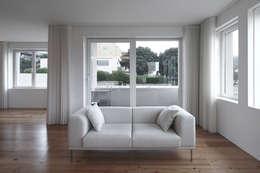 moderne Wohnzimmer von Barbosa & Guimarães, Lda.