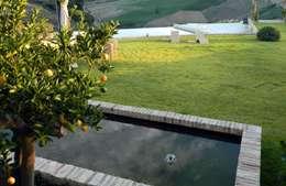 Jardines de estilo rústico por Lucio Piunti