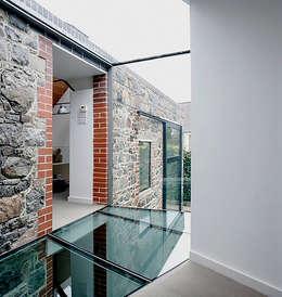 Gang en hal door JAMIE FALLA ARCHITECTURE