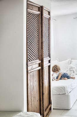Un dettagio: Stanza dei bambini in stile in stile Rustico di STUDIO PAOLA FAVRETTO SAGL - INTERIOR DESIGNER