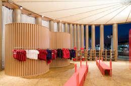 door 坂茂建築設計 (Shigeru Ban Architects)