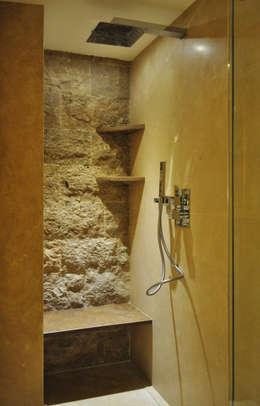 CASA IN MONTAGNA: Ingresso & Corridoio in stile  di STUDIO STOCCO