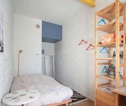 Da abitazione a centro culturale con residenza:  in stile  di Dalla Vecchia Ingegneri & Architetti Associati