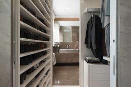 Vestidores y closets de estilo moderno por studiodonizelli