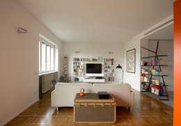 LIBRI e TV: Case in stile  di Giulietta Boggio archidesign