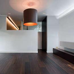 Paredes y pisos de estilo  por e-Delux GmbH