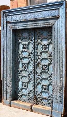 Puertas y ventanas de estilo  por Guru-Shop
