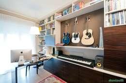 Oficinas de estilo moderno por studiodonizelli
