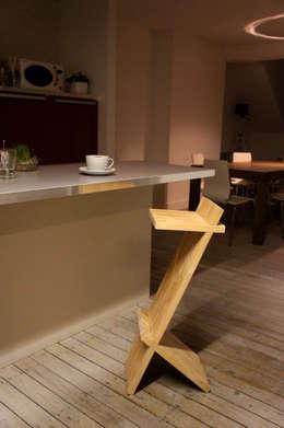 Tabouret Z: Cuisine de style de style Moderne par Martin Lévêque