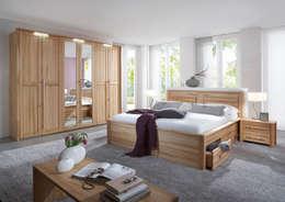 Dormitorios de estilo  por Massive Naturmöbel