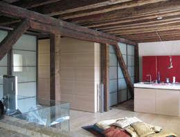 interno Piano primo: Case in stile in stile Moderno di nicola feriotti studio