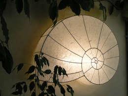 Schnecke geschlossen weiß: landhausstil Wohnzimmer von espo-leuchten