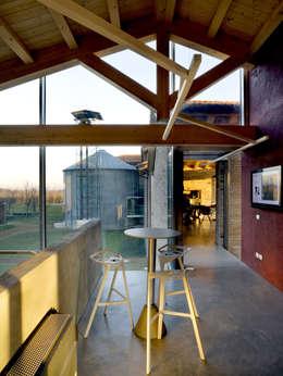 H-Farm: Studio in stile in stile Moderno di zanon architetti associati