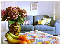 Livings de estilo ecléctico por Crow's Nest Interiors