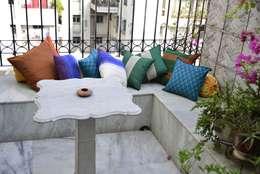 TUNI Interiors Pvt. Ltd. : minimal tarz tarz Balkon, Veranda & Teras