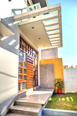 Entrance: modern Houses by Studio An-V-Thot Architects Pvt. Ltd.
