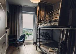 Dormitorios infantiles de estilo industrial por dziurdziaprojekt