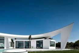 Projekty, nowoczesne Domy zaprojektowane przez Reflexões Contemporary Design