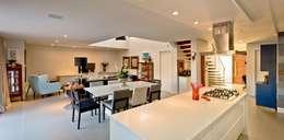 Área social integrada: Salas de jantar modernas por Espaço do Traço arquitetura