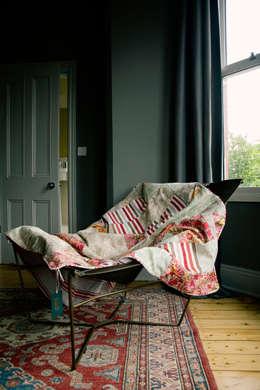 Dormitorios de estilo ecléctico por Quilts by Lisa Watson