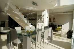 casa uni famigliare a Orsay Paris Francia:  in stile  di M.Ali Laghai Architetto