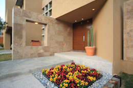 Maisons de style de style Moderne par Arq. Bernardo Hinojosa