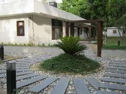 Luxury Villa: modern Houses by DESIGN5