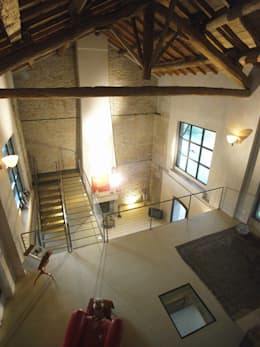 Recupero di un edificio rurale situato all'interno del tessuto urbano: Case in stile in stile Moderno di ariano architettura