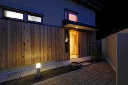 玄関へのアプローチ: kihon_formが手掛けた庭です。