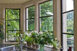 Kitchen with Heritage Bronze Casements:  Windows & doors  by Architectural Bronze Ltd