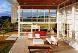 Casas de estilo  por Reinach Mendonça Arquitetos Associados