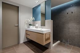 modern Bathroom by ArchitPhoto