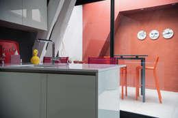Entre 4 murs: Maisons de style de style Moderne par ID KONCEPT