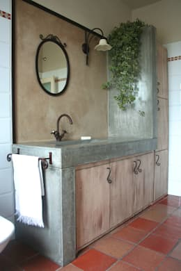 Salle de bain de style de style Rustique par Architetto Luigi Pizzuti