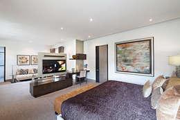 modern Bedroom by Arq. Bernardo Hinojosa
