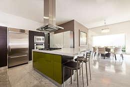Cozinhas modernas por Arq. Bernardo Hinojosa