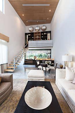 Arq. Bernardo Hinojosa: modern tarz Oturma Odası
