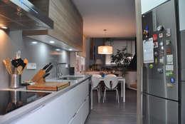 modern Kitchen by VETZARA 3 S.L.