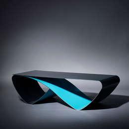 Table basse Infini / Coffee table Infini: Salon de style de style Moderne par Coco Steel
