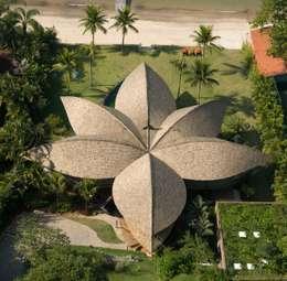 Projekty, egzotyczne Domy zaprojektowane przez Mareines+Patalano Arquitetura